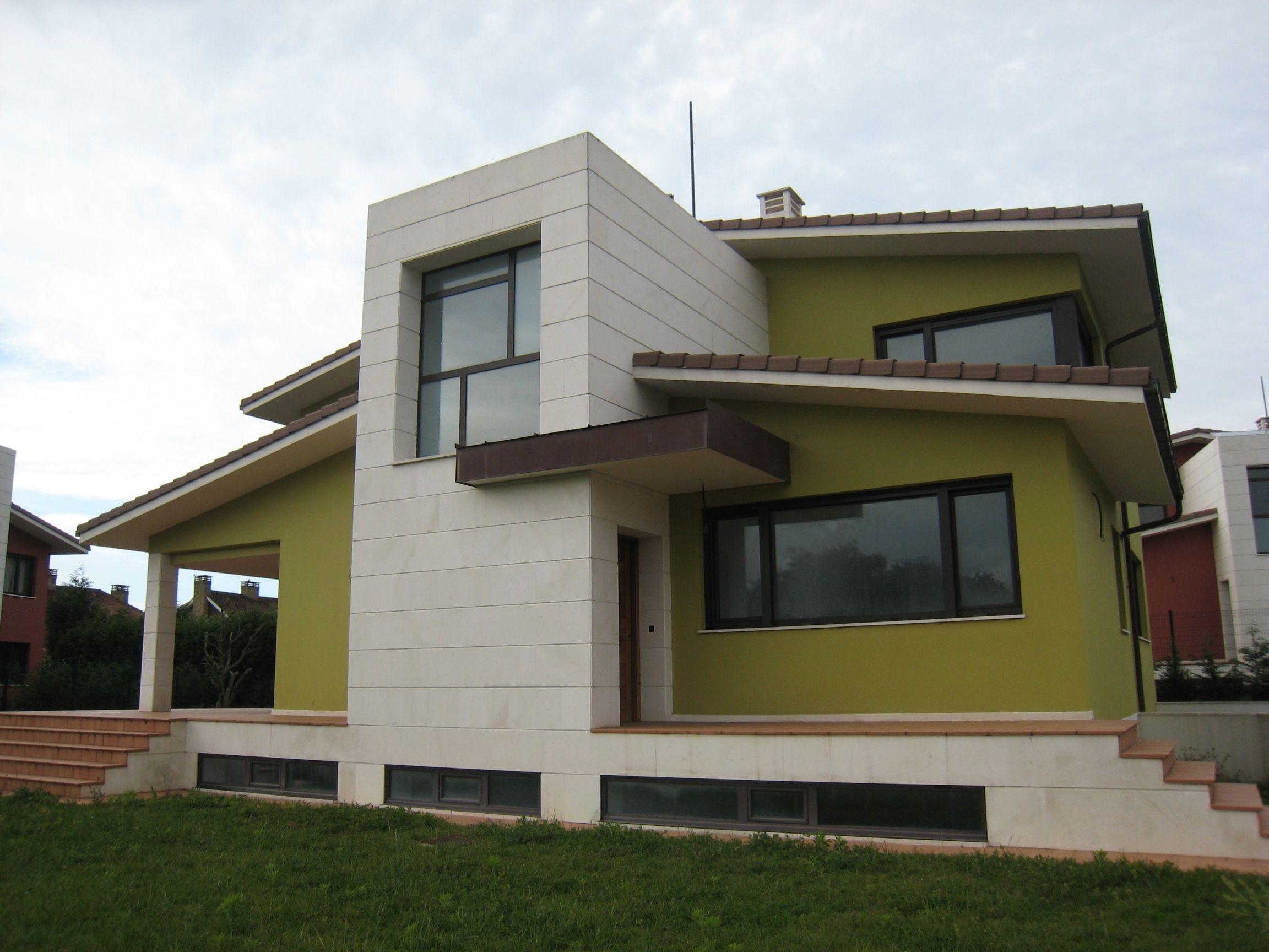Casas moderno escalera exterior pelda os ventanas - Casas color verde ...