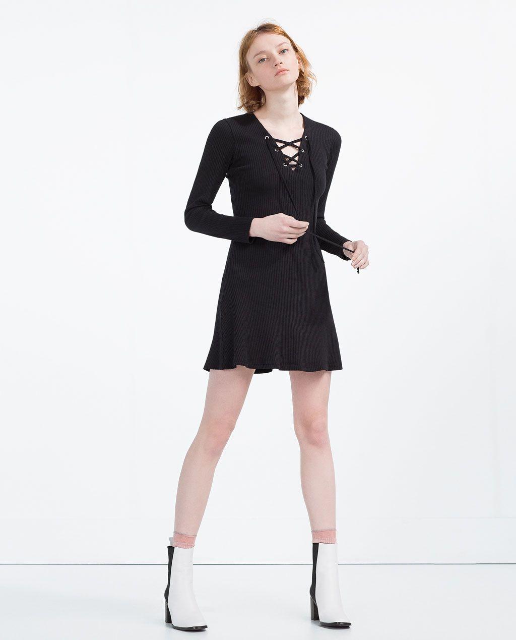 Schwarzes kleid mit weibem kragen zara