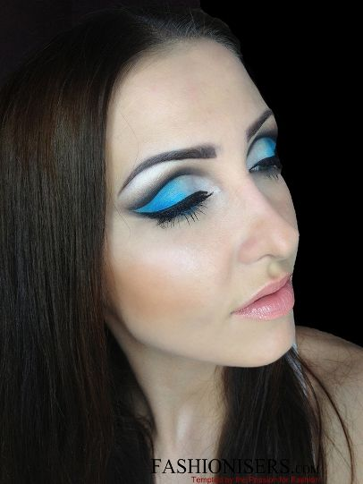 http://www.fashionisers.com/beauty-tips/party-makeup-gradient-blue-cut-crease-eye-makeup-tutorial/