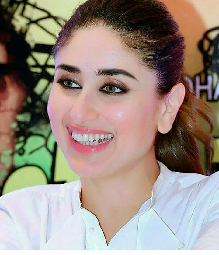 Most Cutest Smile Kareena Kapoor Official Celebrity Bollywood Kareena Kapoorofficial Bebote Bollywood Bollywood Actress Kareena Kapoor