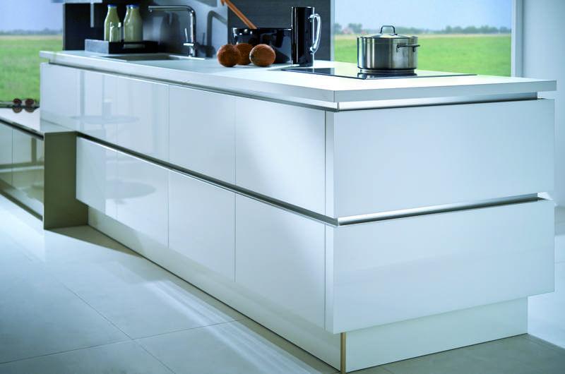White Gloss Handleless Kitchen -   Designer Kitchens For Less ...