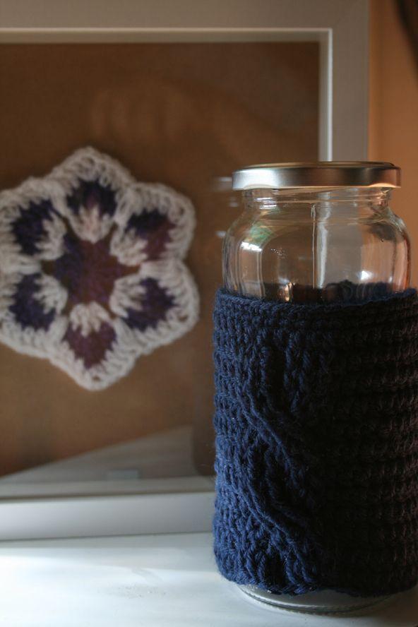 Ochos para abrigar tarros :D + un copo muy especial. Organizando el estudio #MiTrabajo #Crochet #Ganchillo @Juana Sanchez