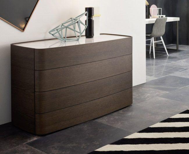 Schlafzimmer Kommode mit auffälligem Design als Teil der Einrichtung ...