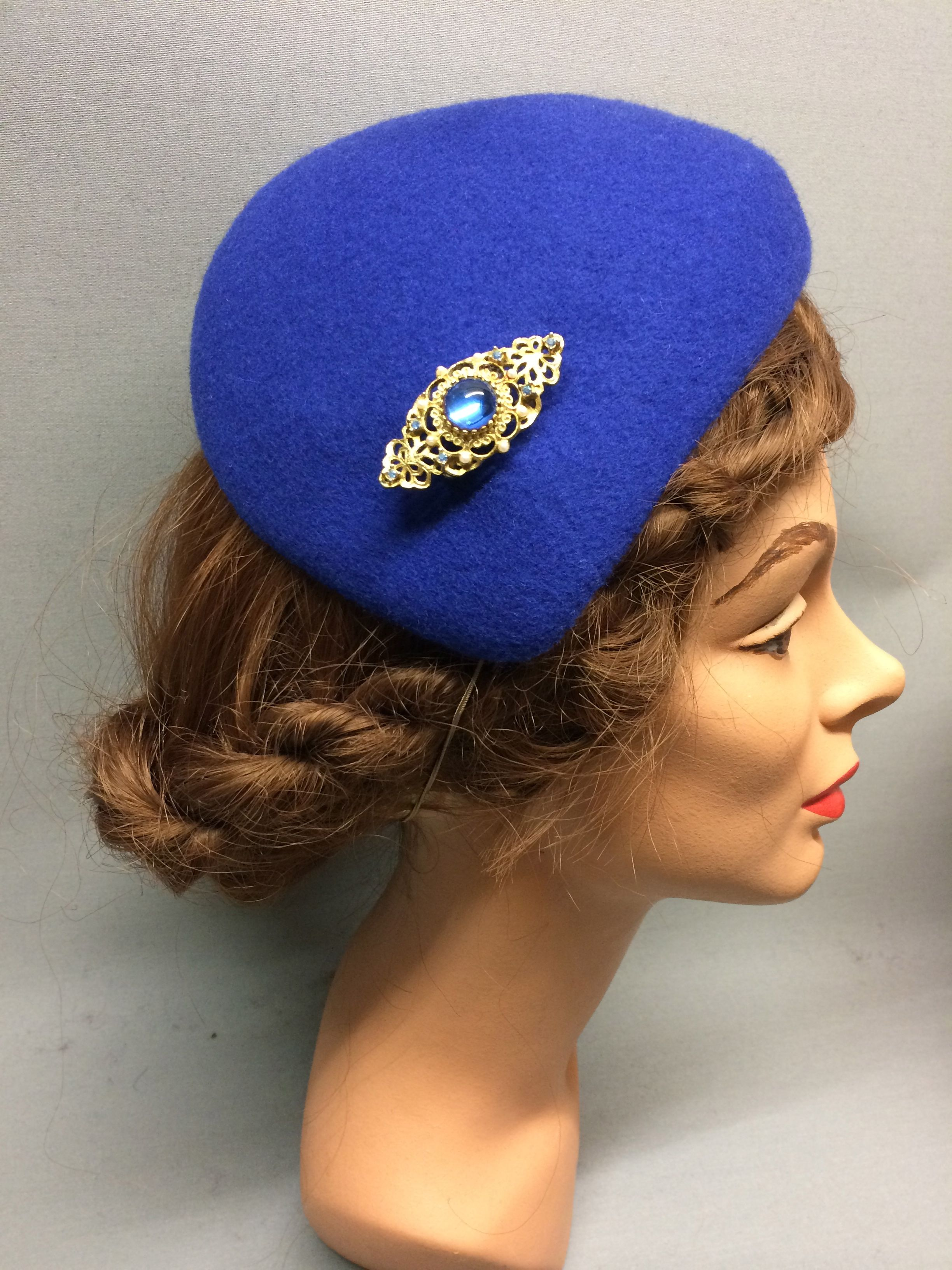This desirable felt fascinator is the Lucille! It has an asymmetric shape and a sloping crown which forms a tear-drop shape. Trimmed with a beautiful vintage brooch. Colour: Cobalt #Fabhatrix #Edinburgh #Grassmarket #felt #fascinator #occasion
