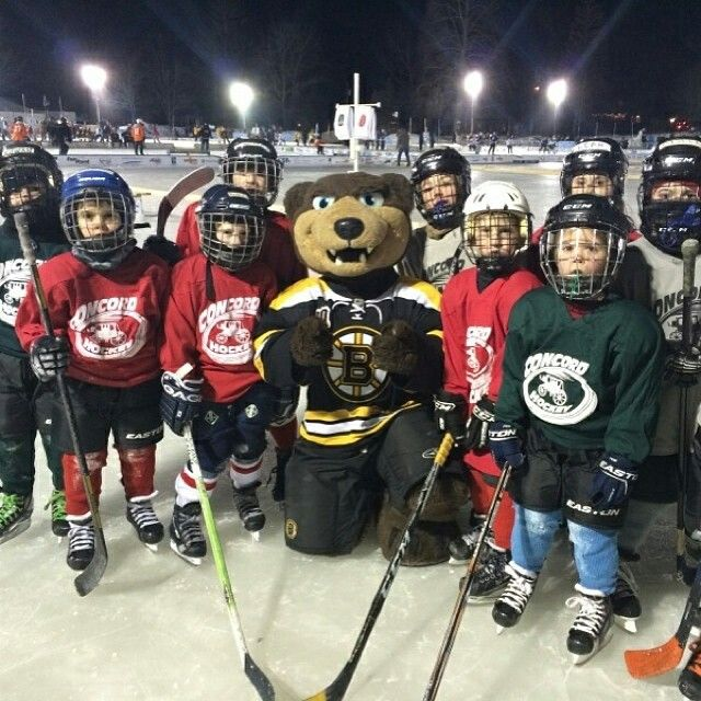 1 25 14 Blades Poses With Youth Hockey Players At The Black Ice Pond Hockey Tournament In Concord Nh Youth Hockey Hockey Tournaments Hockey Players