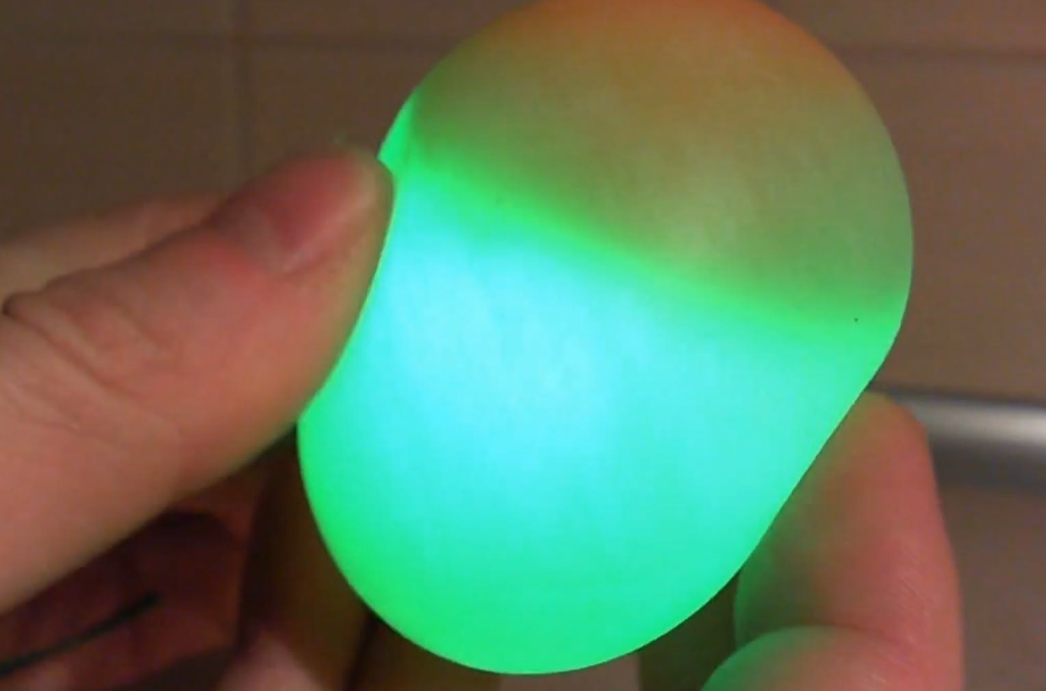 Glowing Bouncy Egg Made With Vinegar And An Egg Rubber