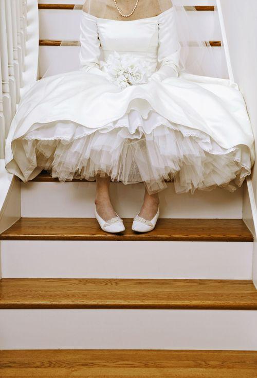 6 Ways To Help Your Bride In Her Wedding Dress