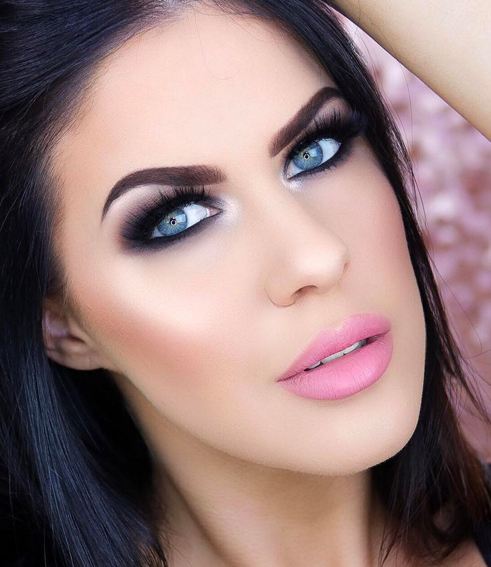 How to apply black eyeshadow step by step Black