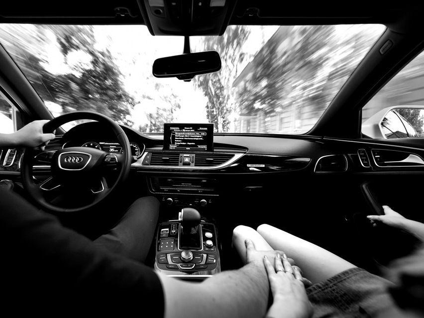 Фото парней пристающих к девушке из машины фото 541-382