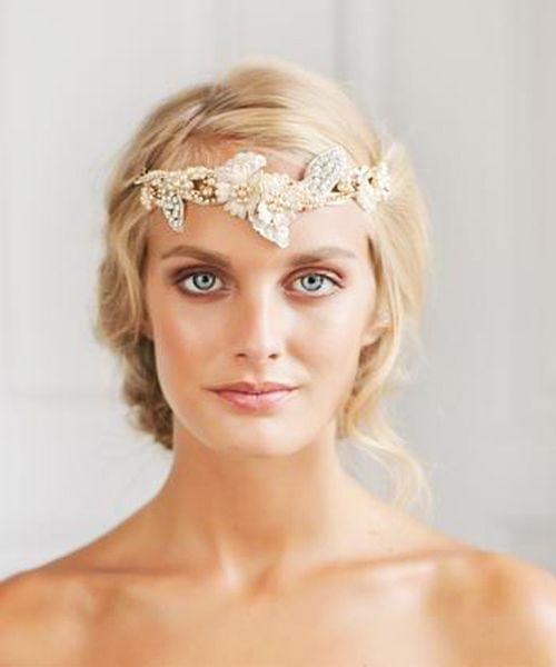los mejores peinados modernos para novia con tiara
