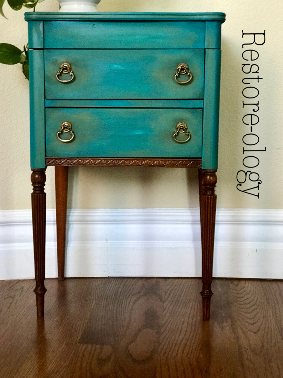 I love the combination of these Dixie Belle colors in ...