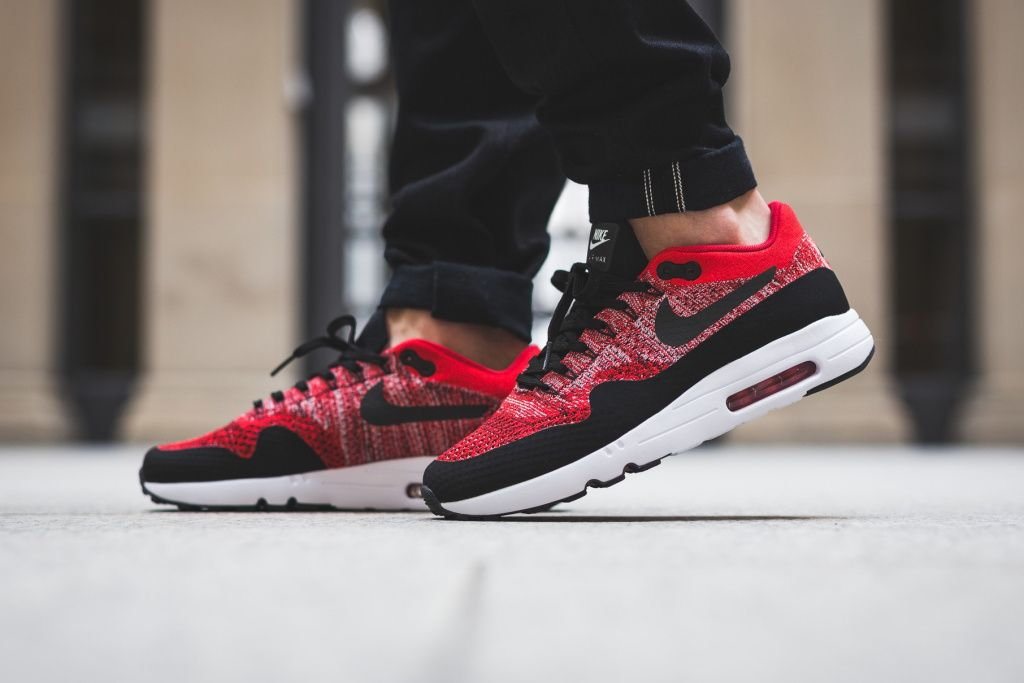 nike air max flyknit university red
