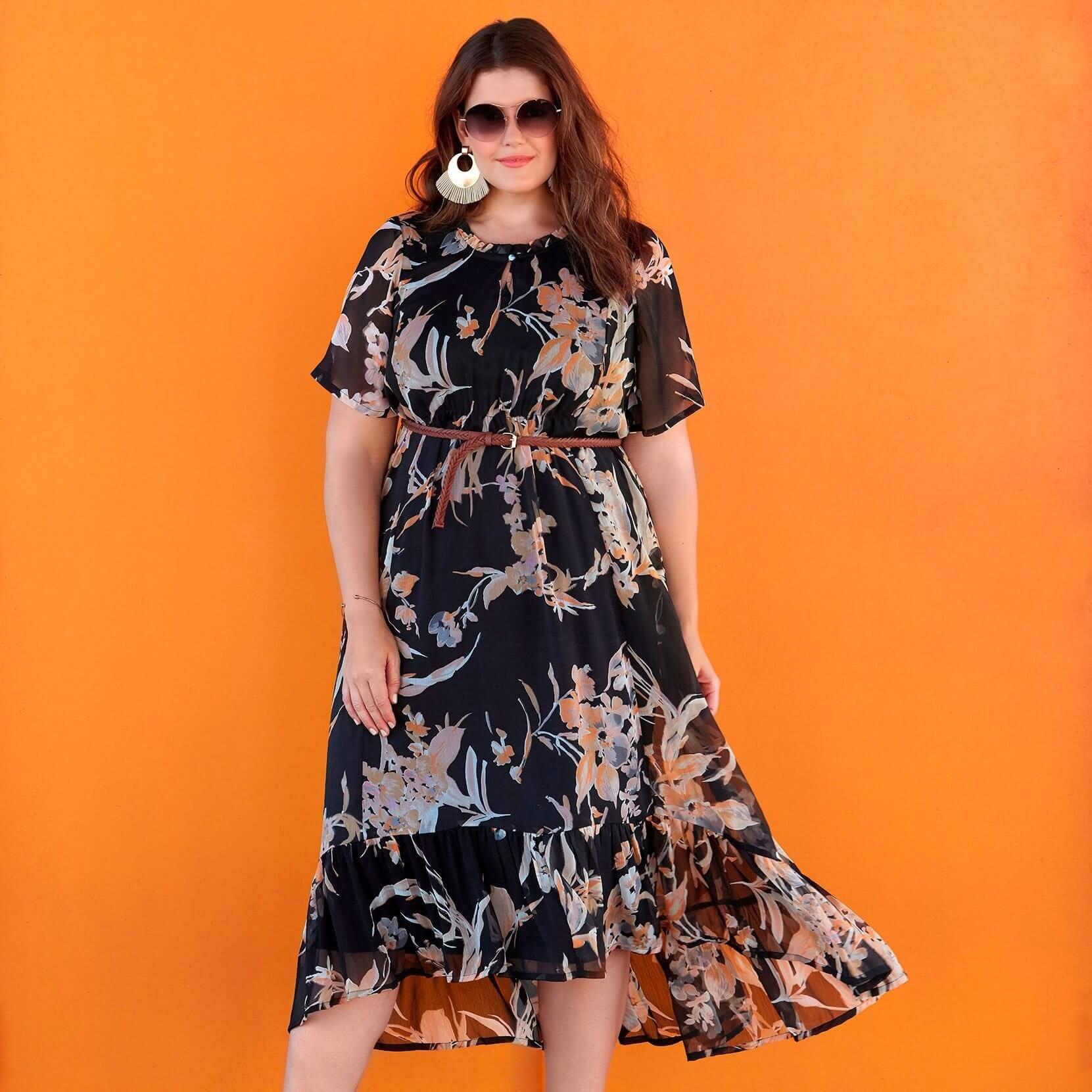3ad5e10dff1e Lang sort kjole med korte ærmer fra Zhenzi. Kjolen har en fast underkjole  med let