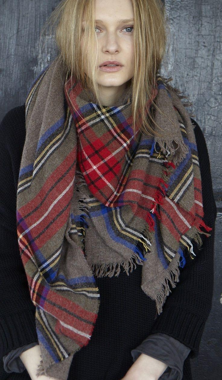 Comment porter une charpe carr e carreaux cossaise tartan plaid and fashion forward - Porter une echarpe ...