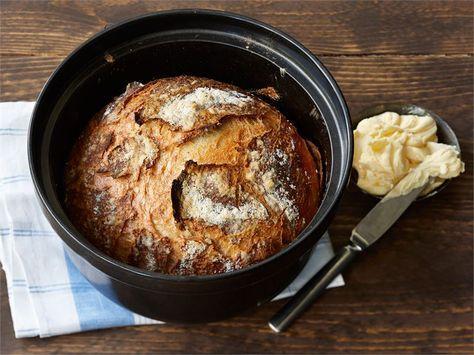 Tämän ohjeen avulla voit helposti muuttua oman elämäsi leipämestariksi. Rapeakuorinen, isokoloinen hapanleipä syntyy helposti myös kotioloissa.