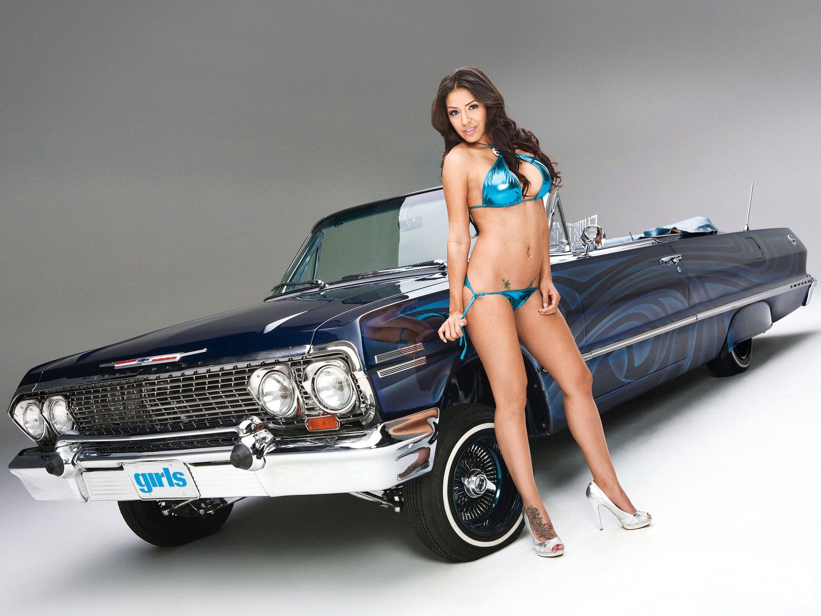 topless-lowrider-chick-tan-lades-naked