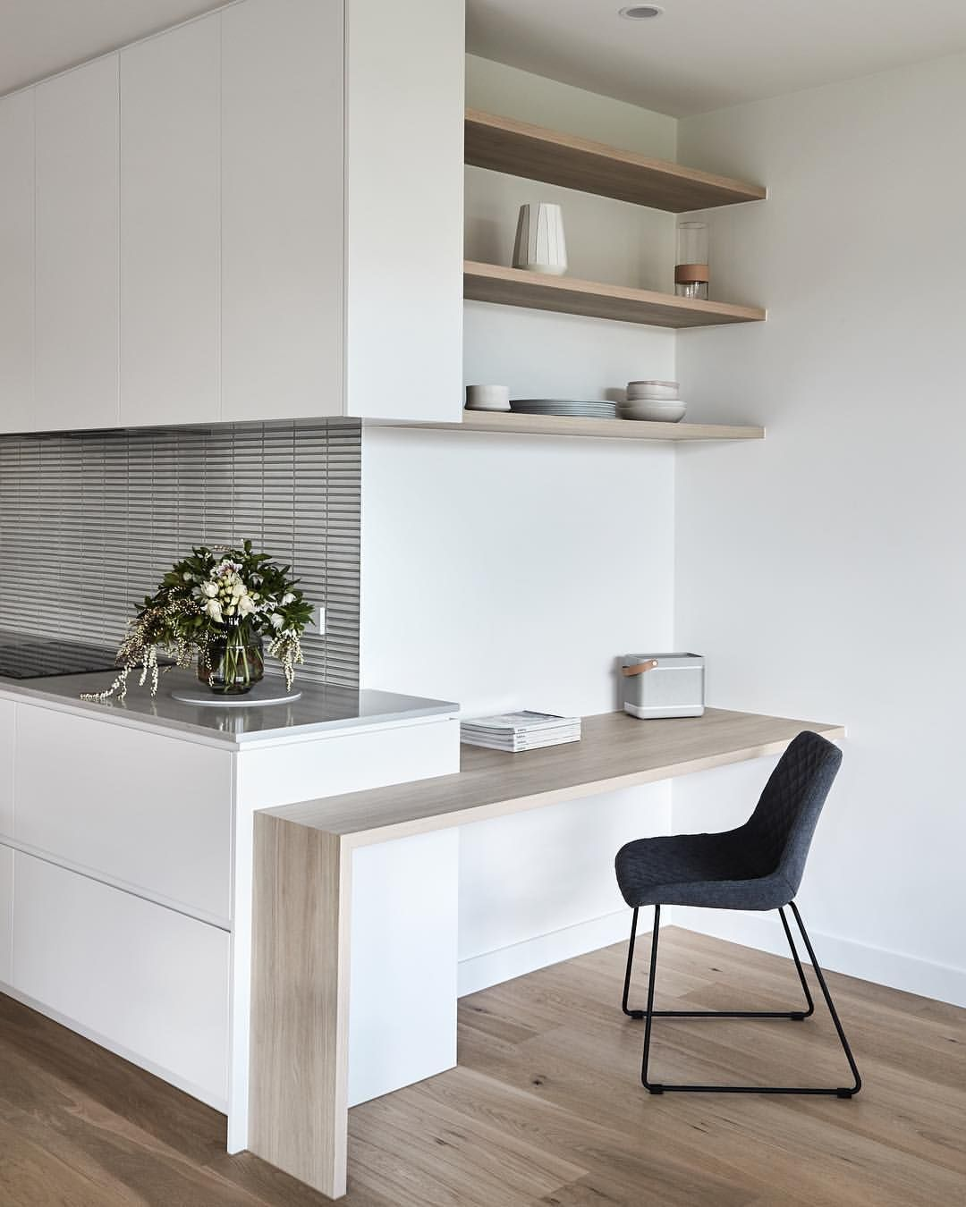 Clever Study Nook Tucked Away On The Side Of This Kitchen How Perfect Is This Thomasarcherhomes In Home Office Design Small Apartment Design Kitchen Design