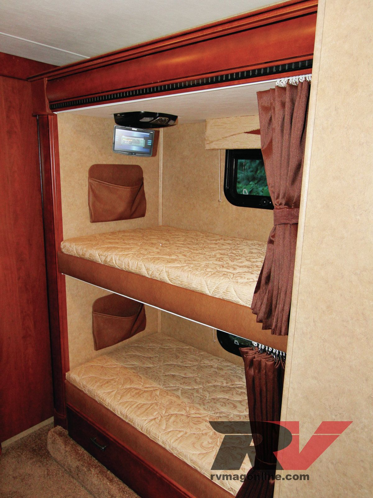 Rv large interior pull outs huge huge or rv or interior for Rv with loft