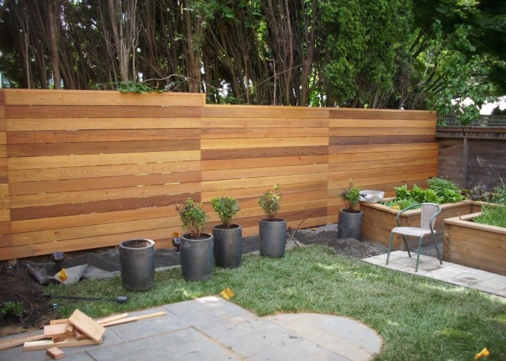 beautiful horizontal cedar fence outdoor projects in. Black Bedroom Furniture Sets. Home Design Ideas