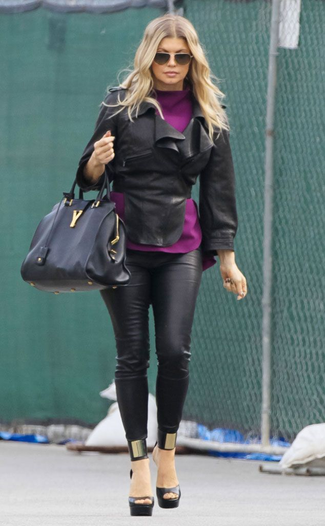 a75f22887045 Celebrity Street Style : Fergie looks sleek in a leather jacket and  leggings, while on her way to a photo… | Looks Fashion | Fashion, Street  style, Style
