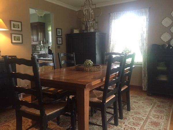 Broyhill Attic Heirlooms Dining Table And 6 Chairs For Sale In