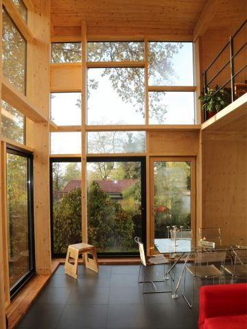 Avant Apres Une Maison Transformee Grace A Une Seconde Peau En Bois Maison Maison Individuelle Maison De Ville