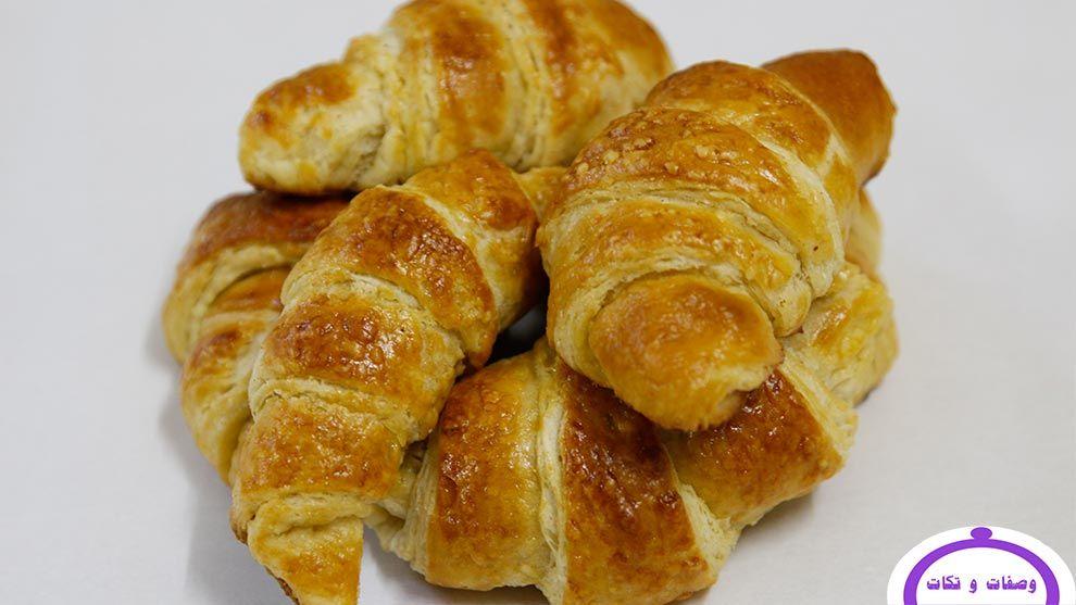 طريقة عمل الكرواسون الفرنسي بالصور وصفات و تكات Cooking Food Croissants