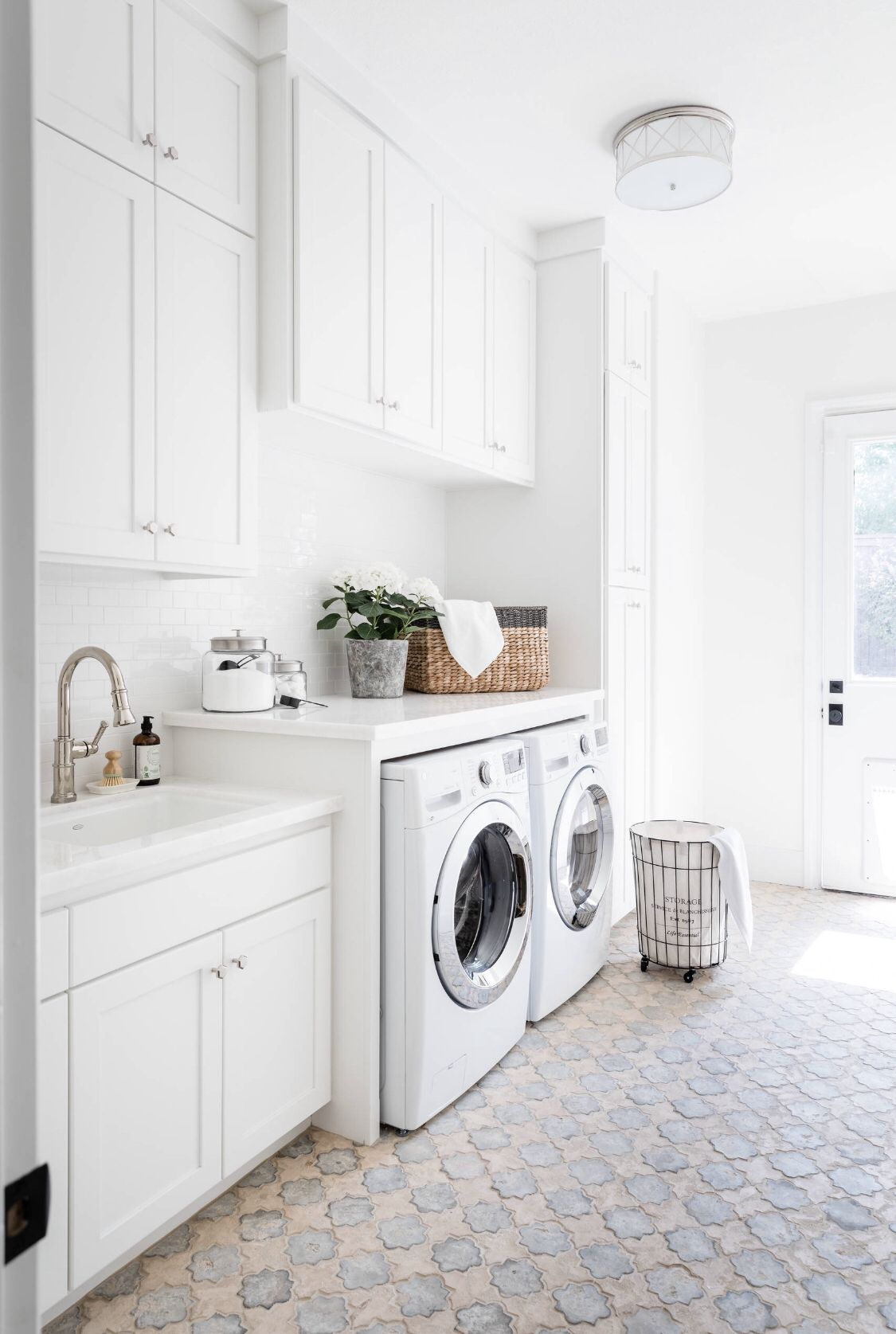 Farmhouse Laundry Room White Laundry Rooms Laundry Room Design