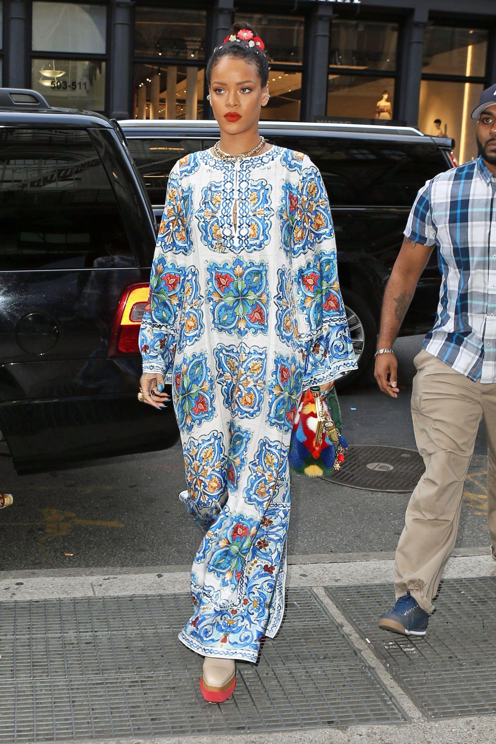 Rihanna Makes Yankee Gear Look So Good 348dee565f4