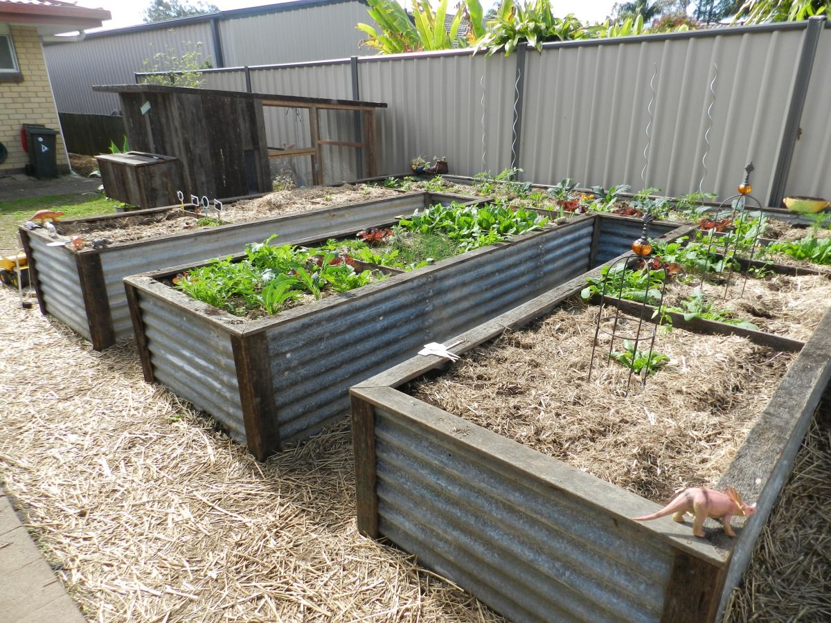 How to make an upcycled raised garden bed Garden edging