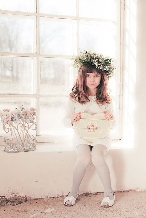 Spring photo ideas, using flower headband in childphotography