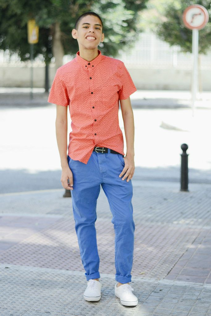 9884b9564 Pair a red shortsleeve shirt and blue chinos to get a laid-back yet stylish