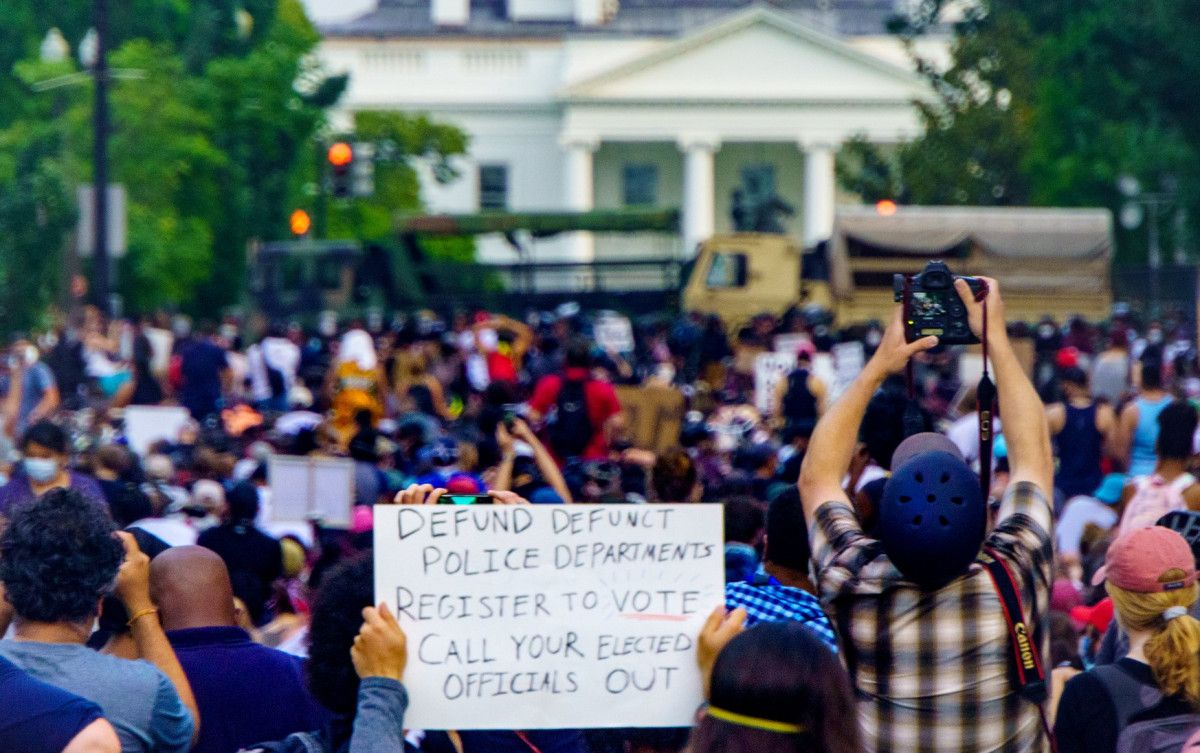 Breakfast Links Police Use Pepper Spray During An Encounter With Protesters Near Lafayette Square Great Black Lives Matter Protest Police Historical Villains
