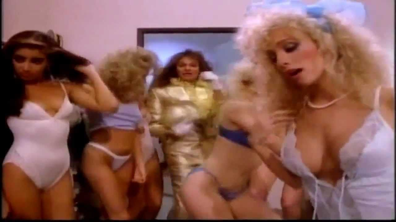 David Lee Roth Just A Gigolo I Ain T Got Nobody 1985 Music Video Mtv Version Music Videos David Lee Roth Mtv