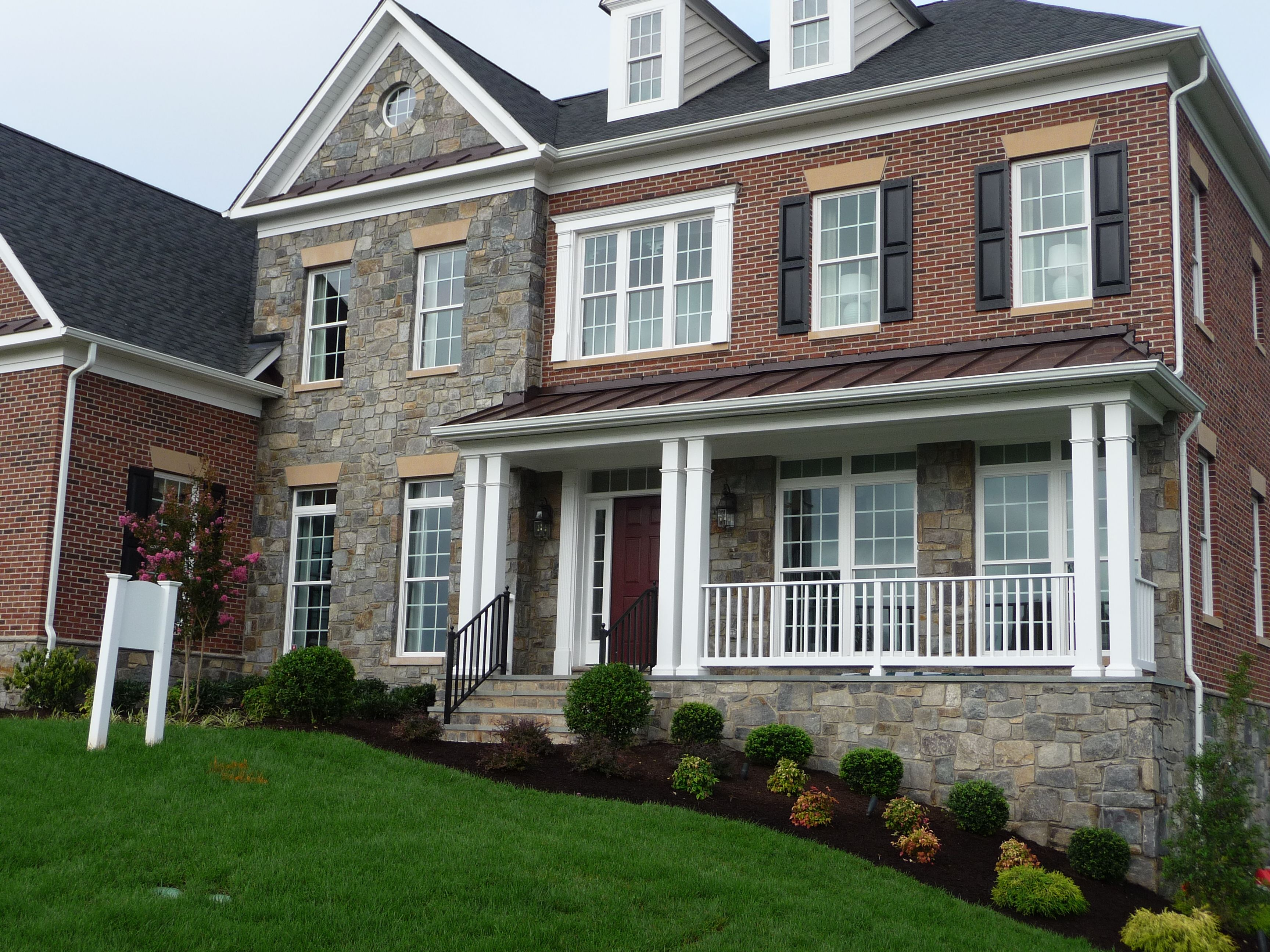 A Lake George And Chocolate Gray Combo Could Not Make A More Perfect Stone House Front For A Home Share This Building Stone Stone Veneer Landscape Products