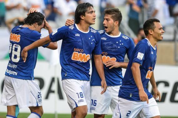 Cruzeiro arrasa Universidad de Chile no Mineirão