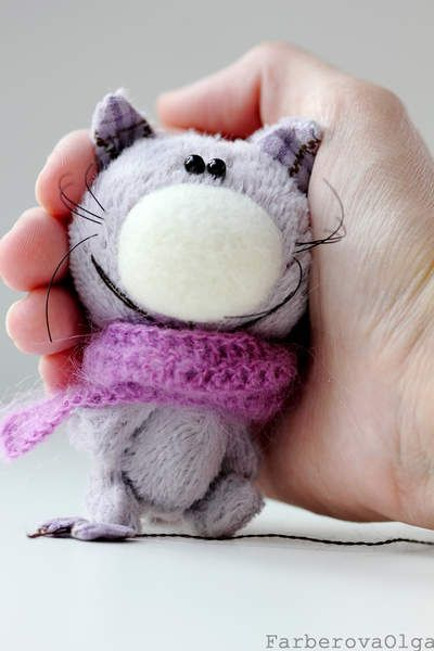 Artist Teddy Cat - Cat plays with bow.  By Farberova Olga 3.3 inches (8.3 centimeters).  SALE
