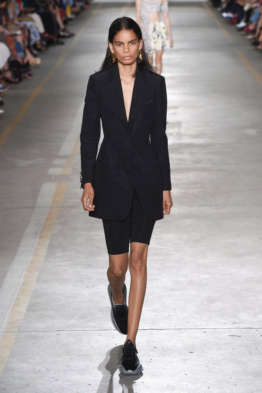 Roberto Cavalli Spring 2019 Ready To Wear Fashion Show Moda Estilo Roberto Cavalli Moda