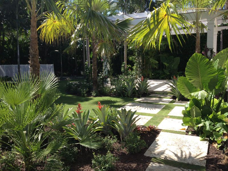 Palm beach residence fl this elegant and exotic british for Beach house landscaping plants