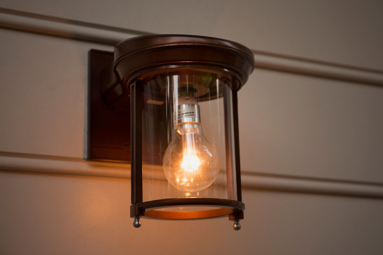Let This Outdoor Solar Coach Light Be A Staple Point In Your Decor Easily Install To The Exterior Of House And