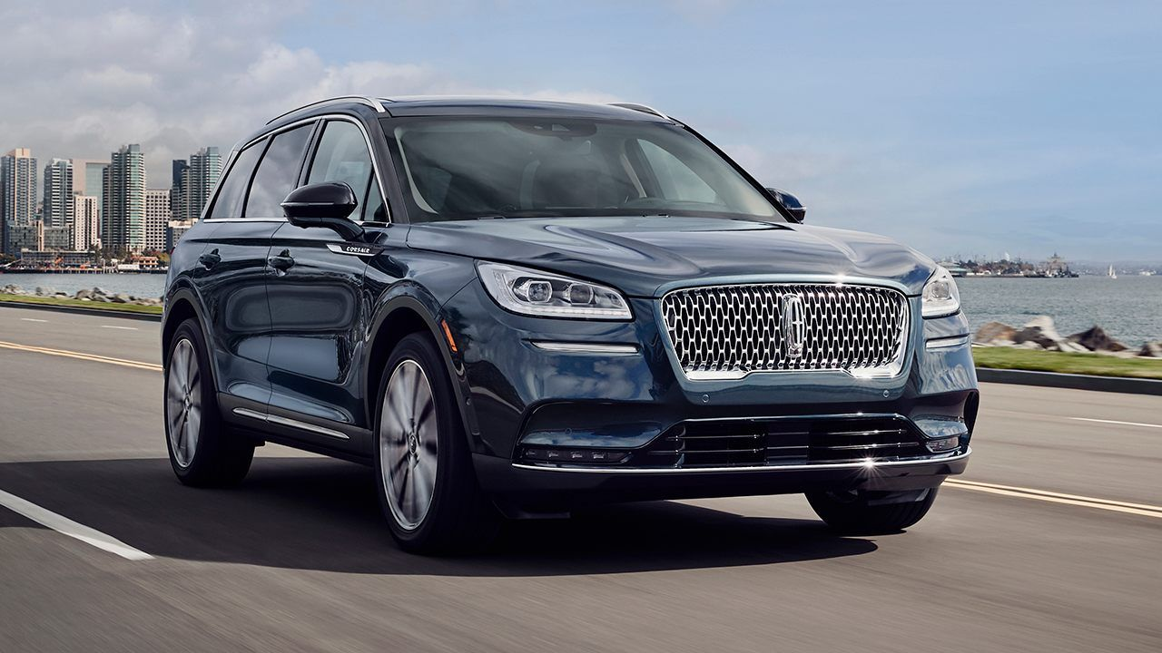 2020 Lincoln Corsair Looks To Make Waves In The Compact Luxury Suv Segment Luxury Suv Best New Cars Small Suv