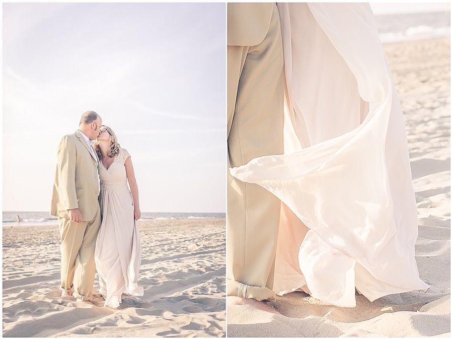 Strandhochzeit Nordsee Holland Strand Natur Brautpaar Braut Brautigam Brautkleid Foto Violeta Pelivan Strandhochzeit Hochzeit Brautpaar