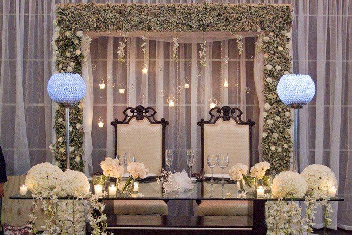 hermoso marco de novios , salón atrium Wedding Pinterest Mesa