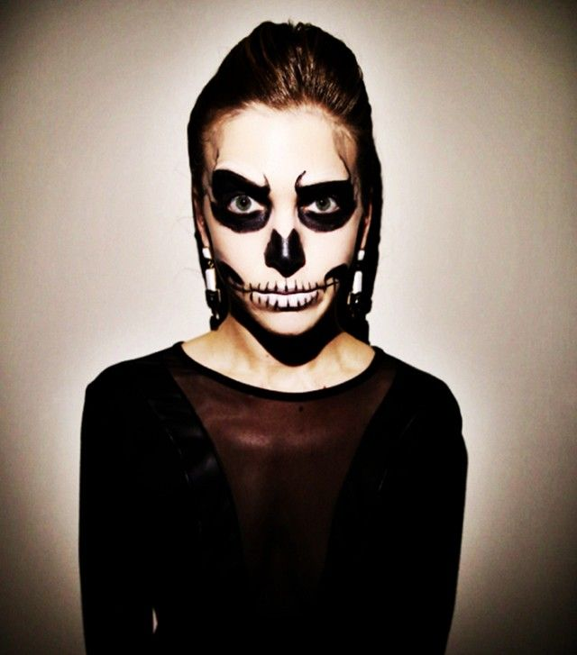 5 last minute halloween looks that only require eyeliner - Skeleton Faces Halloween