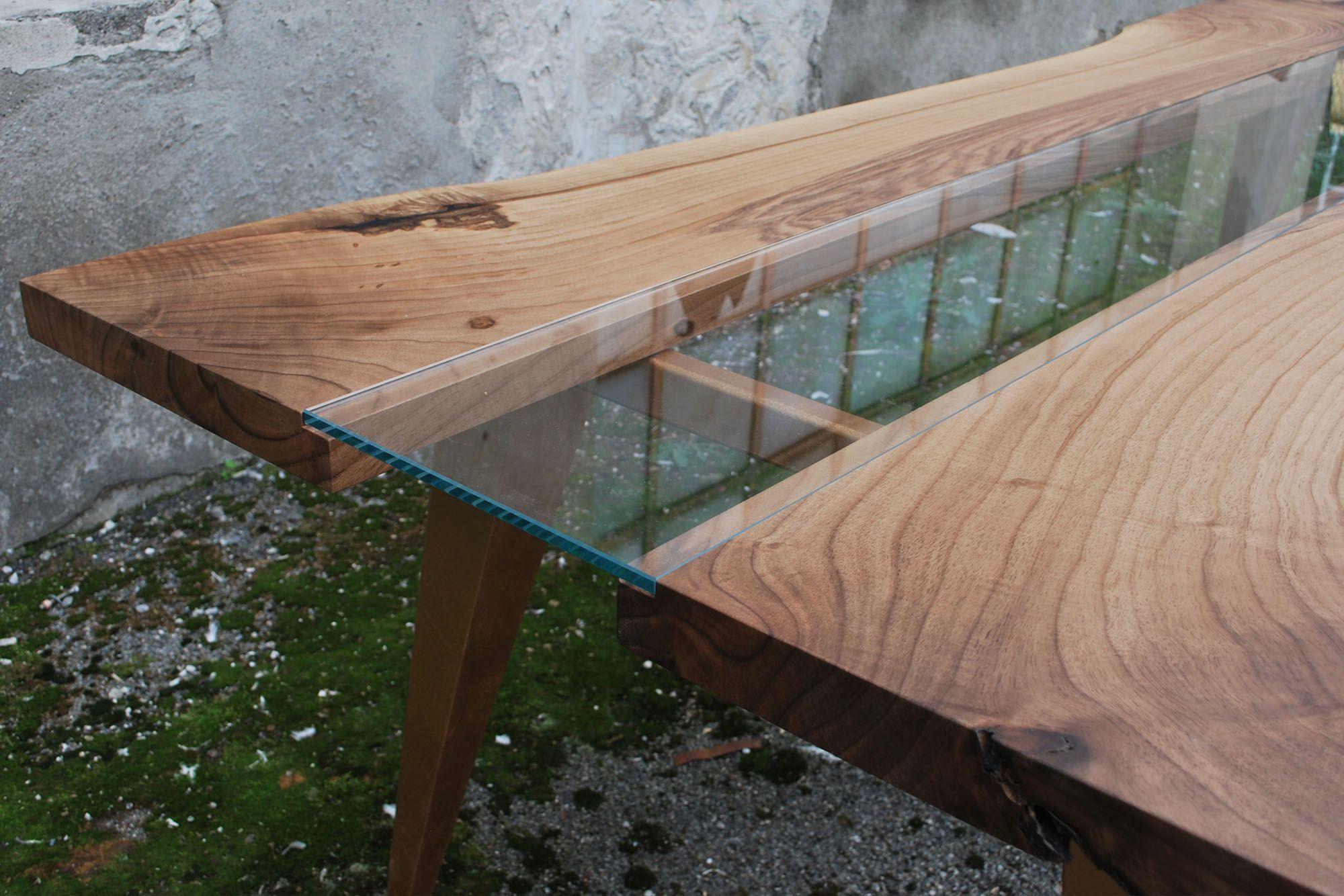 Tavolo realizzato dalla combinazione di due tavole in for Tavolo legno noce nazionale