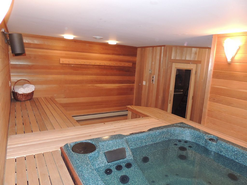 Mt Snow Paradise Indoor Jacuzzi Sauna Minutes To Mountain Sleeps 10 West Dover Indoor Jacuzzi House Rental Jacuzzi