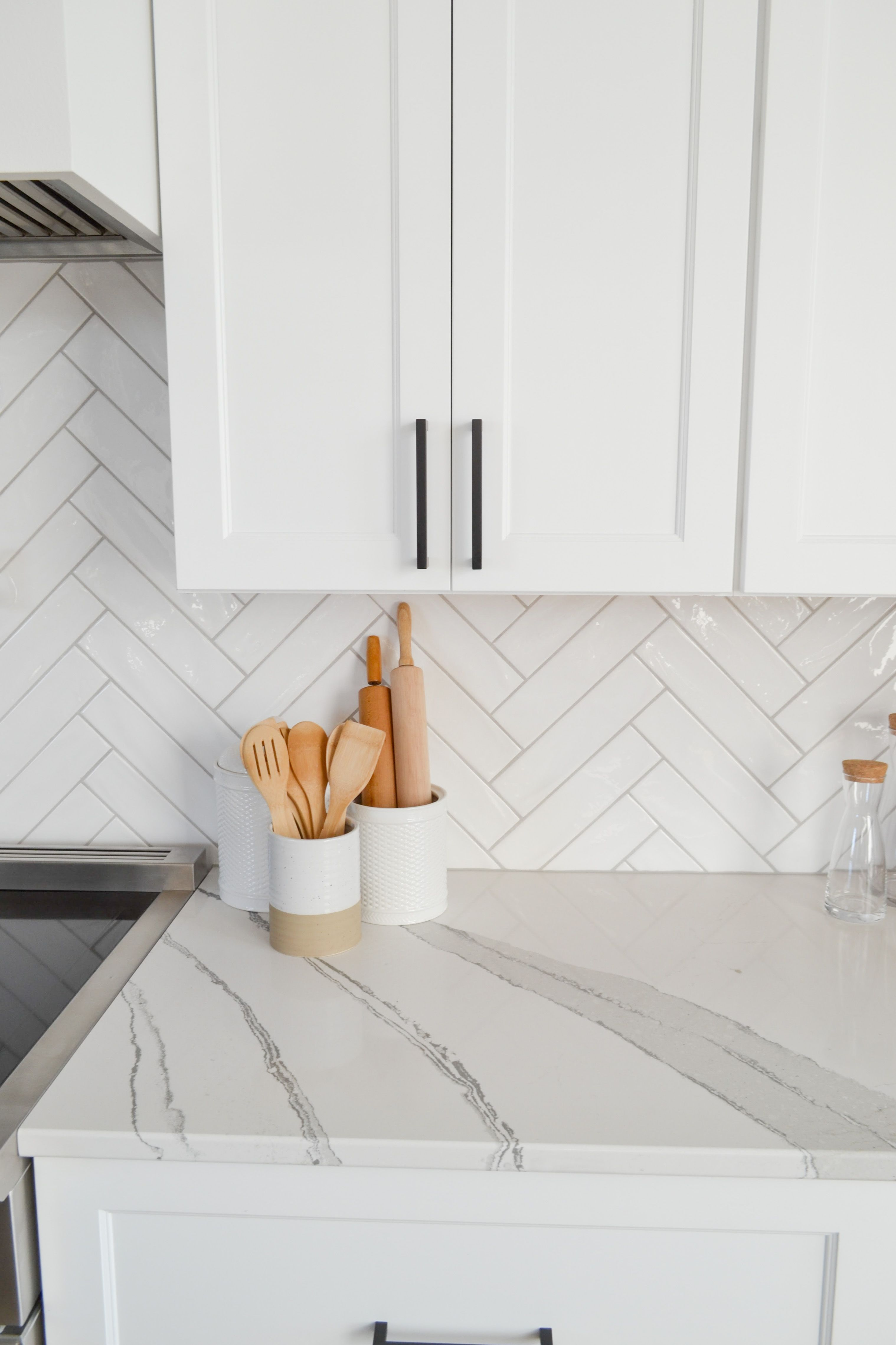 Modern Traditional White Kitchen Kitchen Backsplash Designs Kitchen Renovation White Kitchen Design Kitchen backsplash tile white