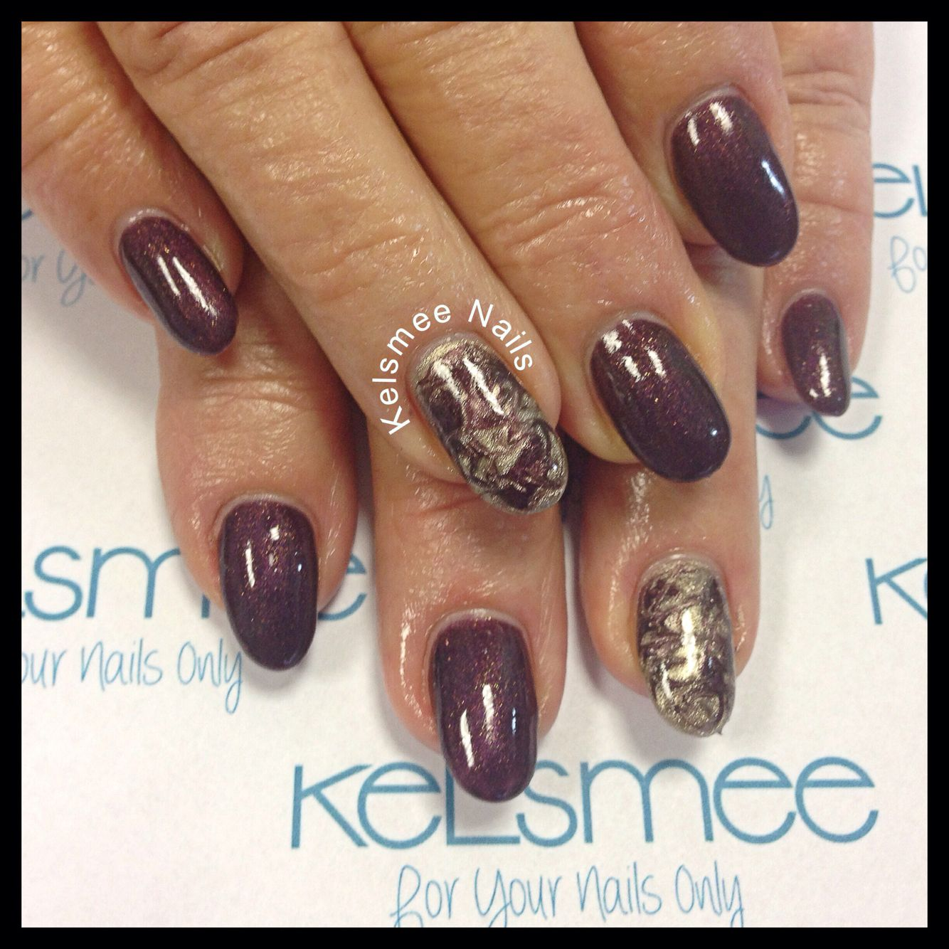 Young nails maniq Bordeaux with golden marble design | Nice nails ...