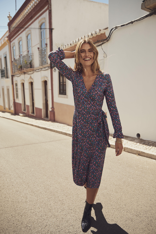 Tall Floral Print Jersey Wrap Dress Jersey Wrap Dress Wrap Dress Clothing For Tall Women [ 6019 x 4013 Pixel ]