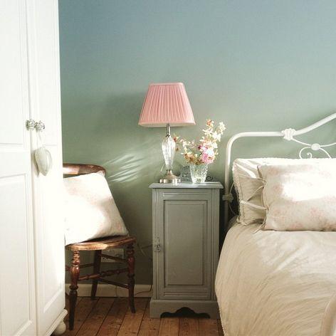Qué rinconcito más adorable en la habitación de @elisabeth_0820_ Es un buen ejemplo de cómo combinar colores #autenticopaintspain #autenticochalkpaint #chalkpaintes #autenticospain #autenticopaint #laliwhite #laiablanco